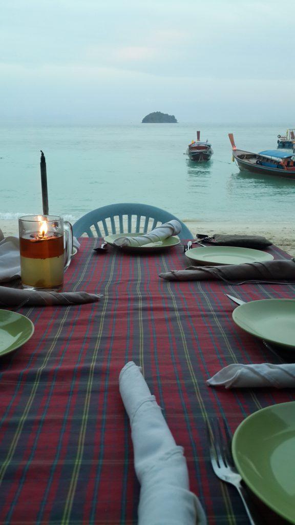 ร้านอาหารที่เกาะหลีเป๊ะ