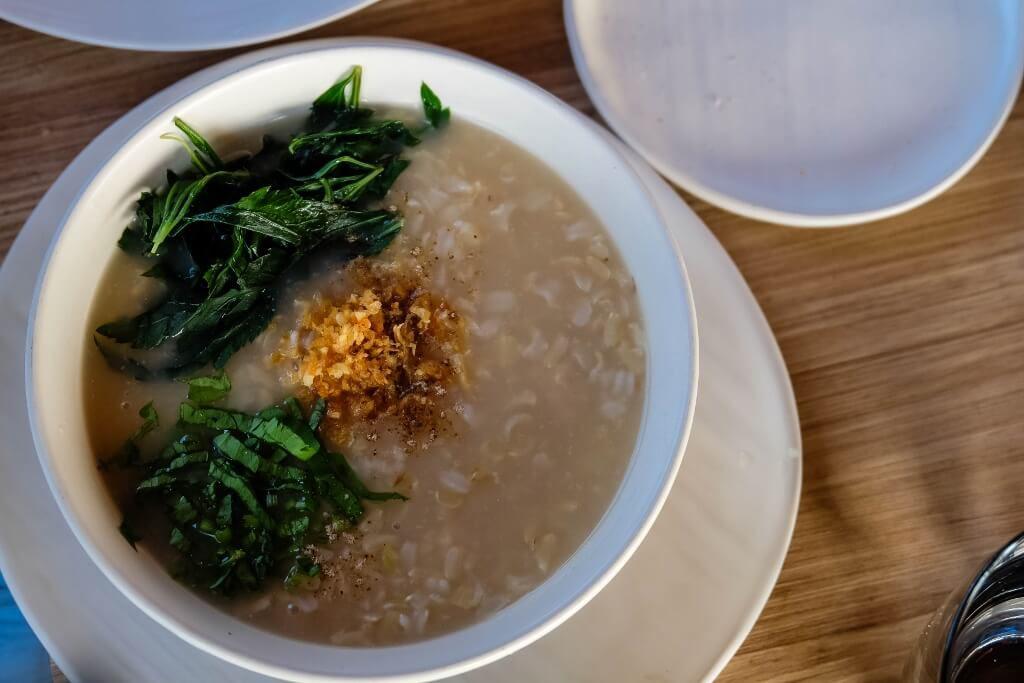 ข้าวต้มไก่นุ่มจิงจูฉ่าย